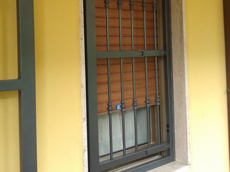 Inferriate grate di sicurezza e cancelletti a padova - Grate per finestre villa ...